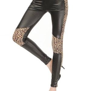Wetlook leggings i svart leopard Fynd