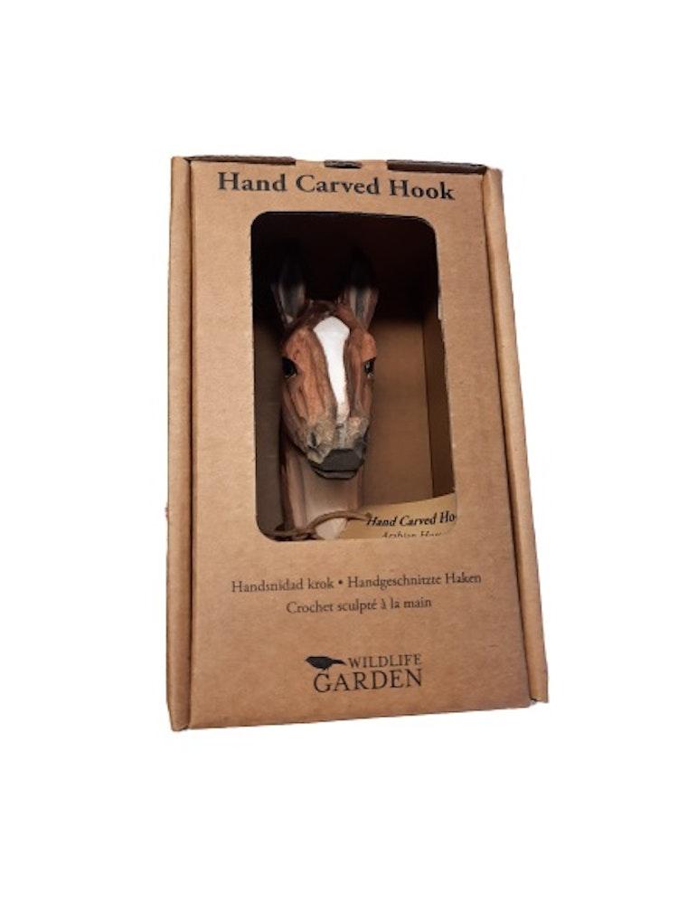 Väggkrok med hästhuvud levereras i fin förpackning.