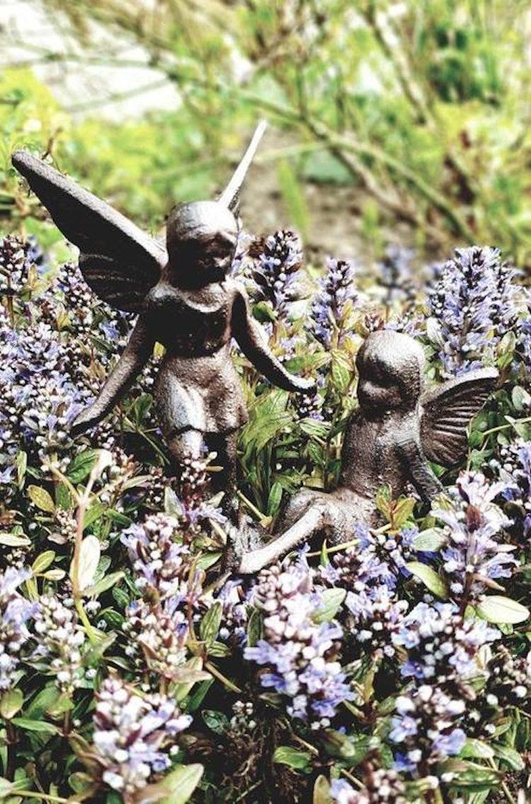 Lilla Täppan feer i grupp i rädgård.