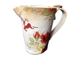 Fin handgjord keramikkanna