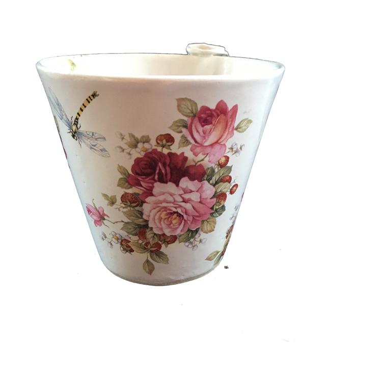 Keramikmugg med rosor och trollslända