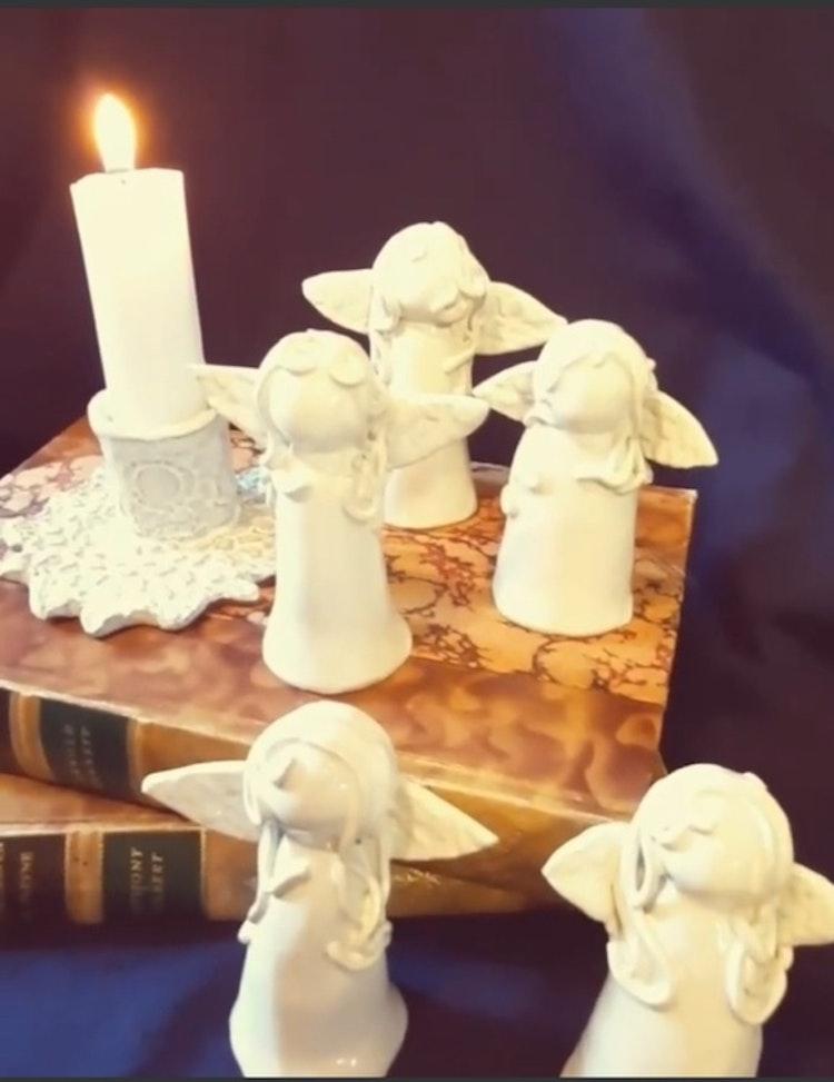 Lilla Täppan släck din aljus med en vit keramikängel