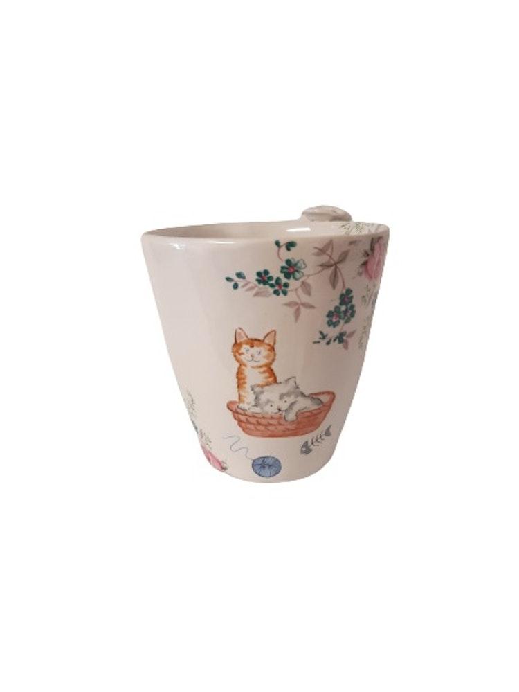 Lilla Täppan kaffekopp med två katter i korg.
