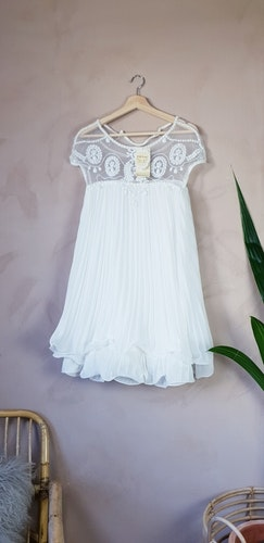 Vit klänning i storlek onesize.