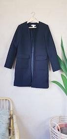 H&M svart kappa storlek small