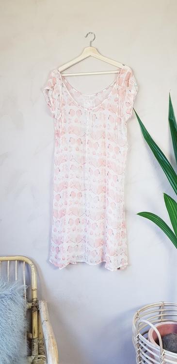 Fira klänning storlek medium