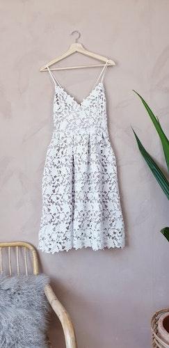 Ginatricot spetsklänning storlek medium