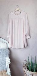 H&M rosa långärmad klänning storlek medium