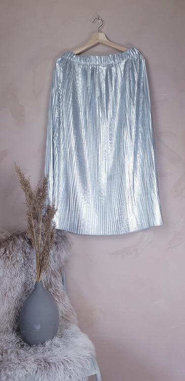 H&M silvrig kjol storlek medium