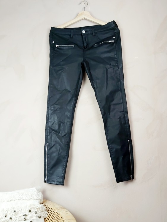 Ginatricot byxor i läderimitation storlek Large