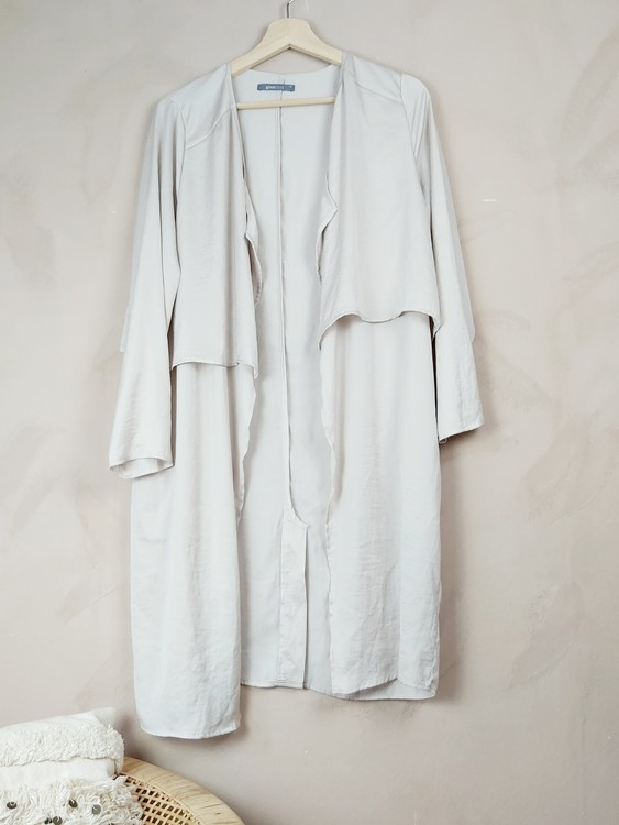 Ginatricot beige kaftan/ trenchcoat storlek small