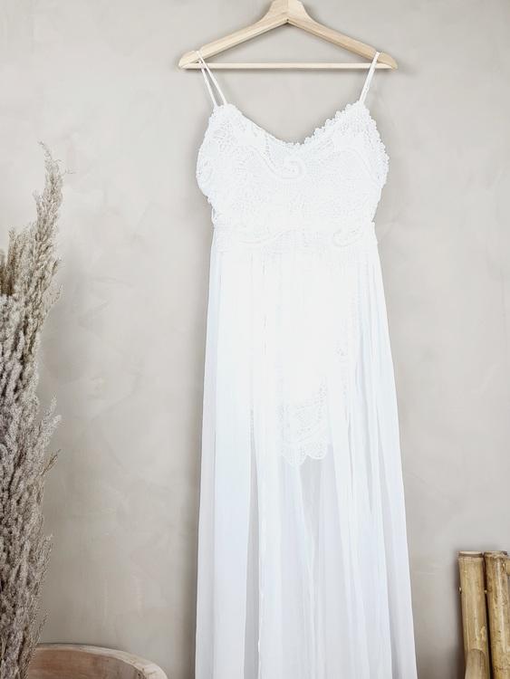Vit lång spetsklänning storlek small