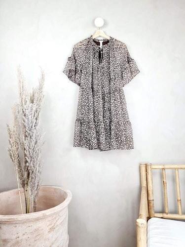 H&M brun klänning storlek medium