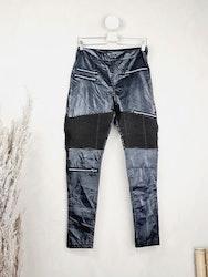 Byxor i läderimitation storlek Large