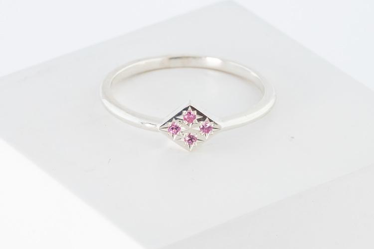 Freja ring vitguld - rosa safir