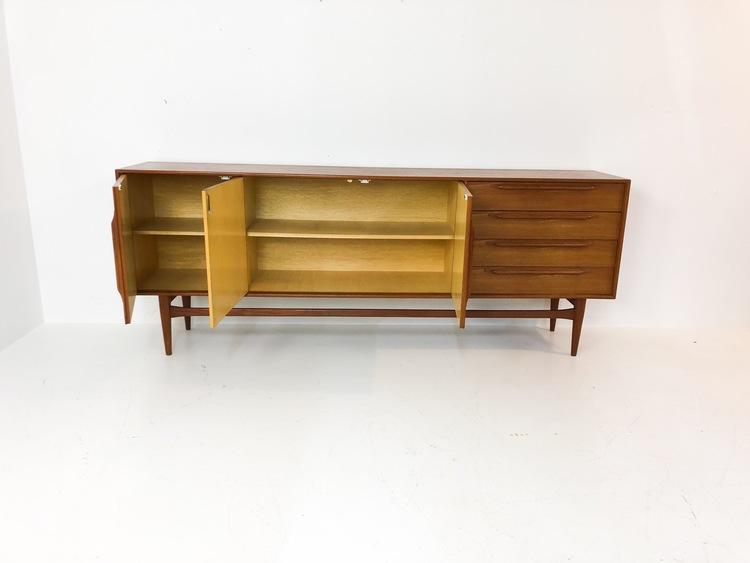Sideboard i teak 60-tal