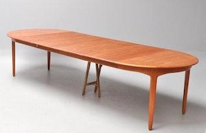 Stort matbord i teak Henning Kjaernulf 4 st ilägg