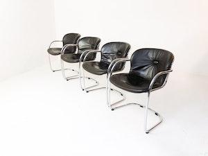 Set med fyra stolar utav Gastone Rinaldi Italien