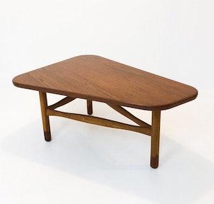 Soffbord utav Yngve Ekström