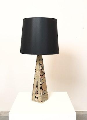 Bordslampa i sten