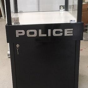 Glasvitrin Police