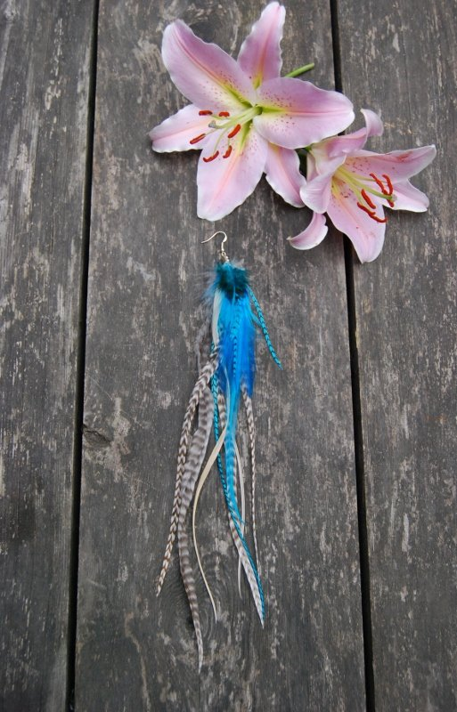 Waves single feather earring