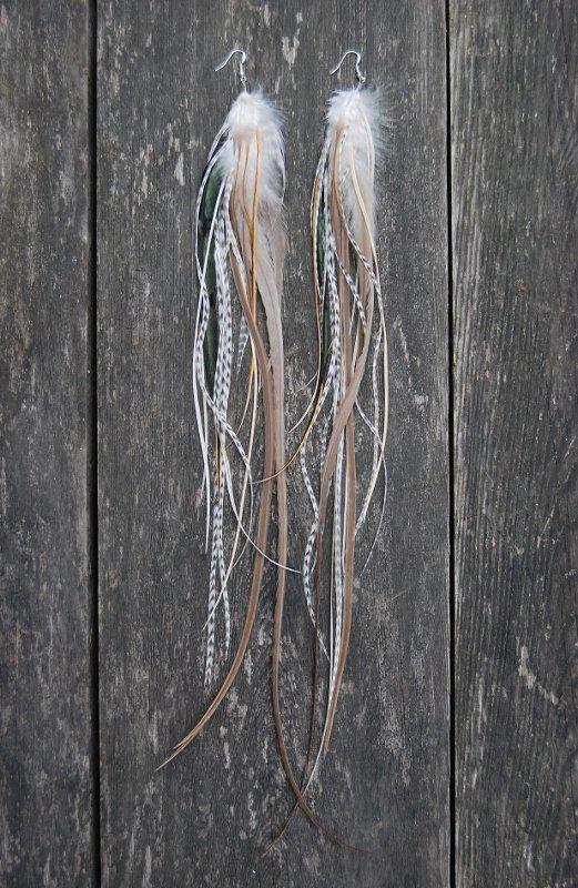 Creamy feather earrings