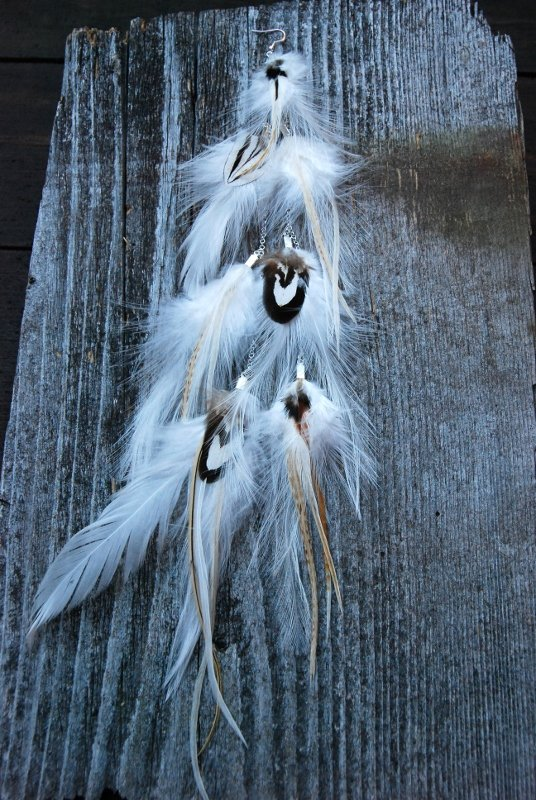 Dancing feather earring