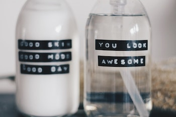 """TVÅL MED TEXT: """"YOU LOOK AWESOME"""""""