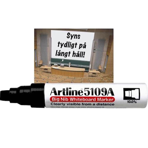 Artline Big Nib är en whiteboardpenna med stor pennkropp som rymmer mycket färg och en bred sned spets. Vältäckande pigmentfärg som är nästan luktfri. Lätt att skriva med och lätt att torka bort.  Syn