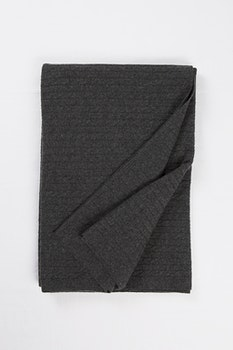 PETRA. Cashmere blanket in 100% cashmere. Dark grey.