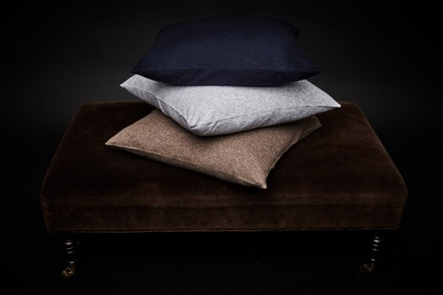 Pillow case in 100% cashmere. Light grey.