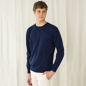 MAX. Sweater with round neck in 100% cashmere. Blue.