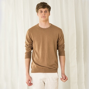 MAX. Cashmere sweater with round neck in 100% cashmere .. Camel.