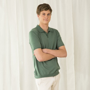 PETTER. Short-sleeved collar t-shirt knitted in thin cashmere. Sage