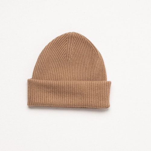 MINNA. Over sized ribbed cap. Camel.