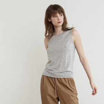 TARA. Tank top in thin 100% cashmere. Light grey.