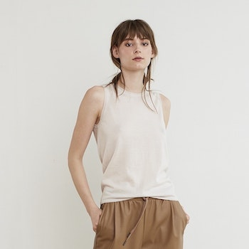 TARA. Tank top knitted in thin 100% cashmere. Light beige.