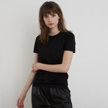 GRETA. T-shirt knitted in thin cashmere. Black.