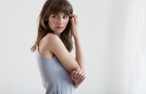 MOLLY. Tank top knitted in thin cashmere. Light blue.