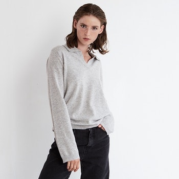 ESTER. Cashmere sweater with collar. Light grey.