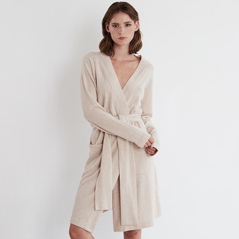 MIRA. Robe/long cardigan in beige.