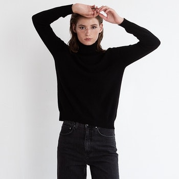 SOFI. Classic cashmere turtle neck sweater in black.