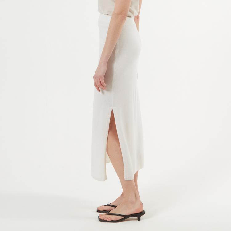 CICCI. Vadlång kjol med slits. Vit.