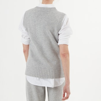 KLARA. Cable knitted cashmere vest. Light grey.