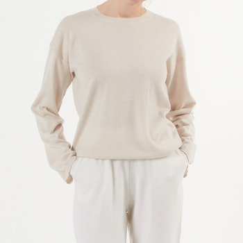 ELENE. Finely knitted oversized sweater. Nude.