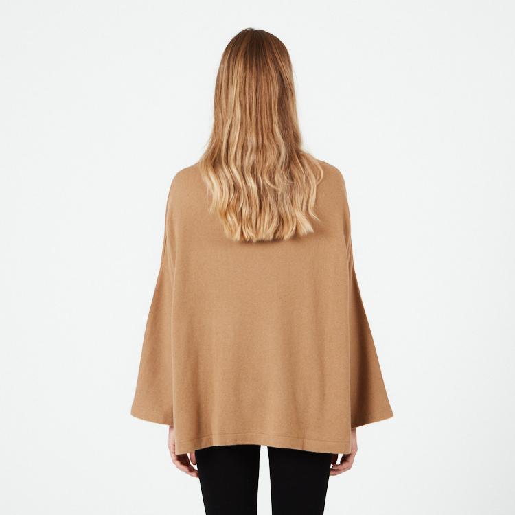 NOVA. Oversized kashmirponcho tröja. Kamel.