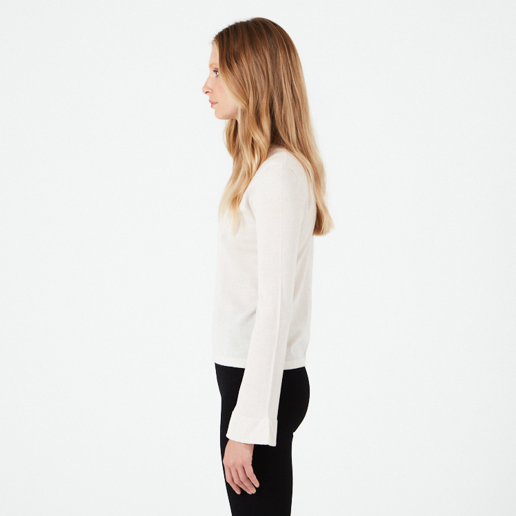 OLGA. Finely knitted cashmere sweater with trumpet sleeve Beige.