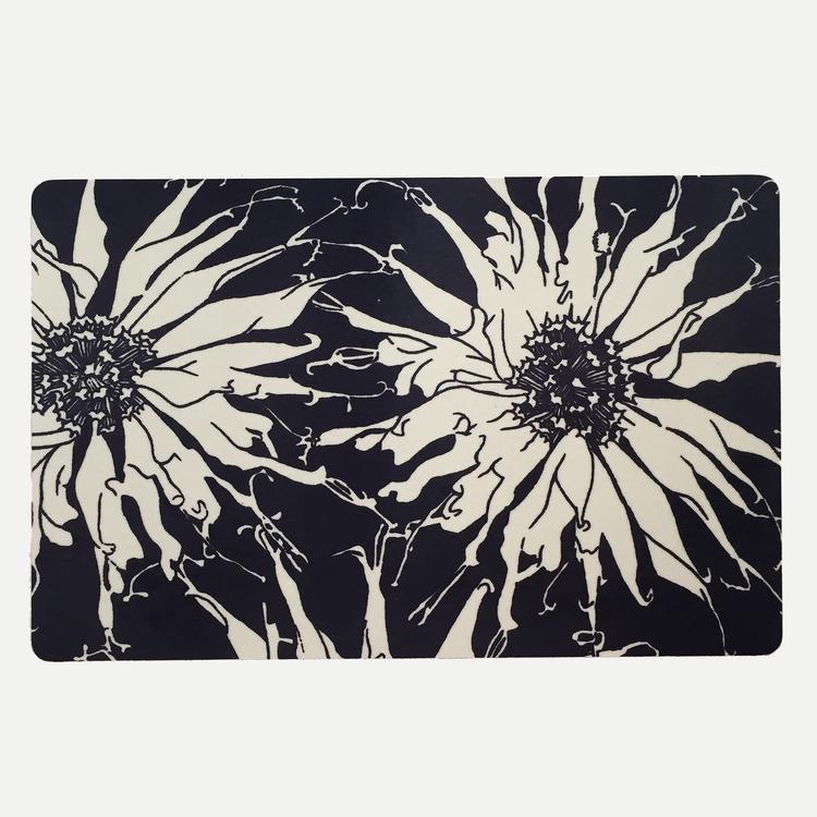 Liten skärbräda, handtryckt tyg som är laminerad på MDF skiva storlek 29,5×19,5 cm made in sweden